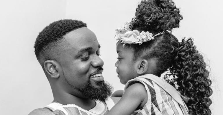 """Sarkodie Shares adorable photo with daughter """"Titi"""""""