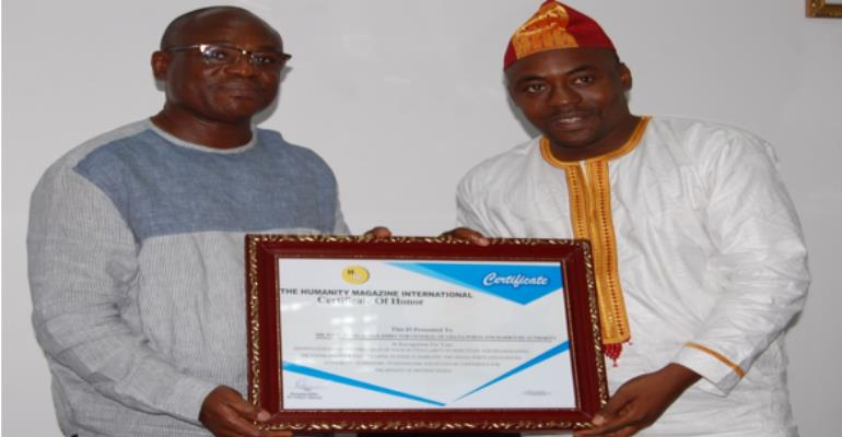 Mr. Paul Ansah, (r) receiving a certificate of honour from Mr. Yahaya Alhassan