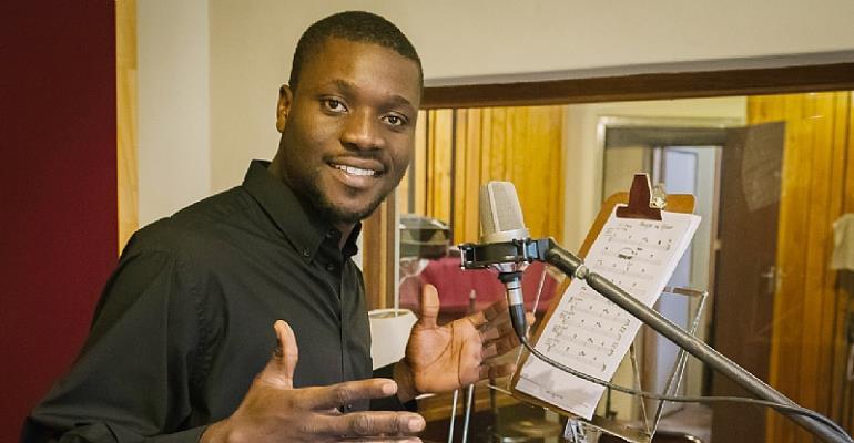 Ete Dakitse in the recording studio