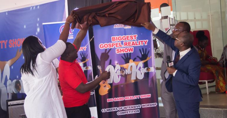 Dignitaries unveiling the 'Kronkron' music show banner
