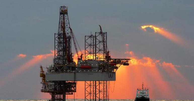 Oil discovery and macroeconomic management
