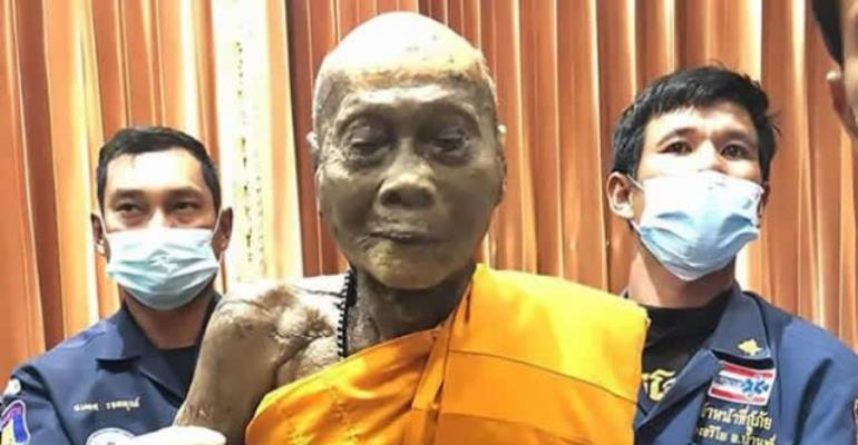 Buddhist Monk 'Still Smiling' After His Death