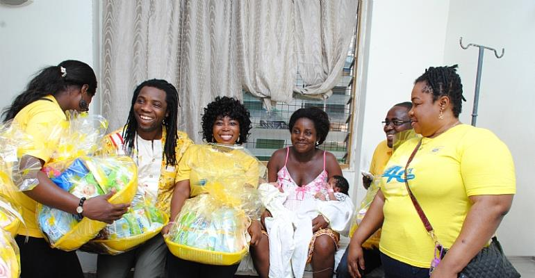 """mtn ghana foundation presents gifts to 200 """"christmas babies"""" in 11 hospitals"""