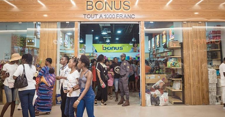 Shopping in Abidjan\'s \'Yop City\'