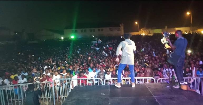 Amerado execute fans at Shatta Wale's Reign Thanksgiving concert with menpe