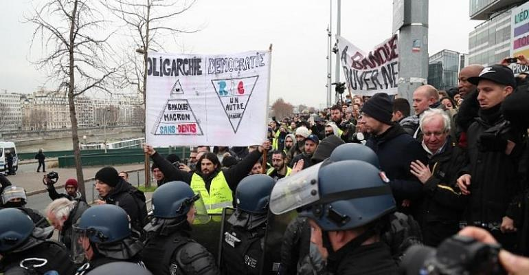Turnout falters but France's 'yellow vest' protests rumble on