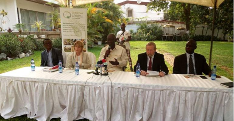 John Agyekum Kufuor (middle) with Sandy Thomas and Sir Beddington (2nd right) during the press briefing