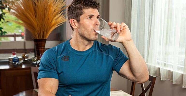 Drinking Water With Meals: Does It Worry Digestion?