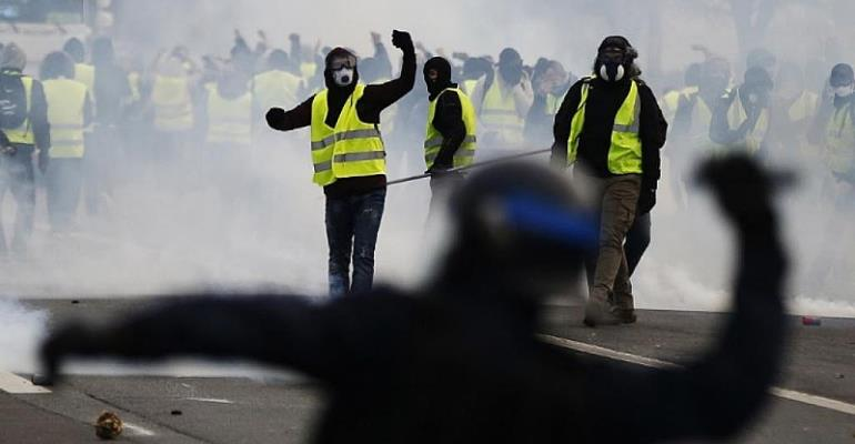 'Yellow vests': French minister tells Trump to stop meddling in country's politics