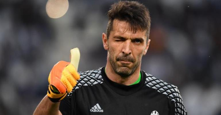 Italy captain Gianluigi Buffon calls for OGC Nice striker Mario Balotelli's return