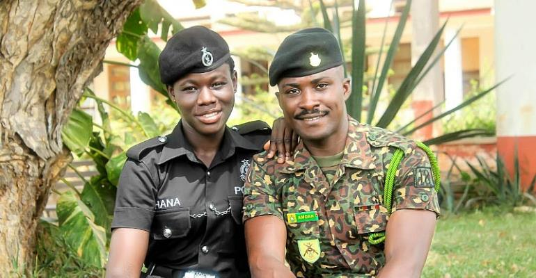 Immigration Officer And Pretty Partner Release Pre-Wedding Photos
