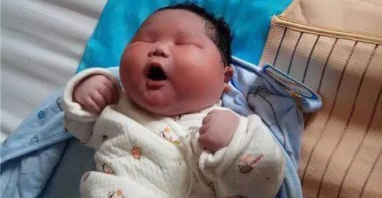 Giant baby weighs 15 pounds – double normal newborn weight