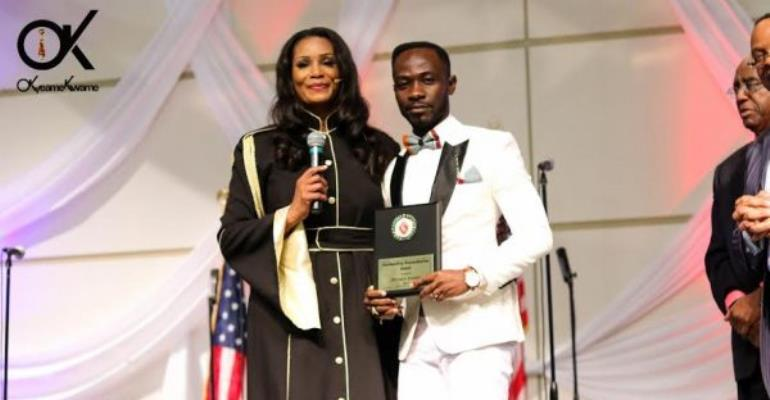 Okyeame Kwame receives US Presidential Volunteer Service Award
