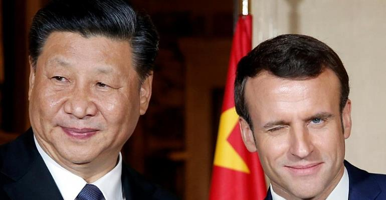 France Welcomes China Under The Arc de Triomphe