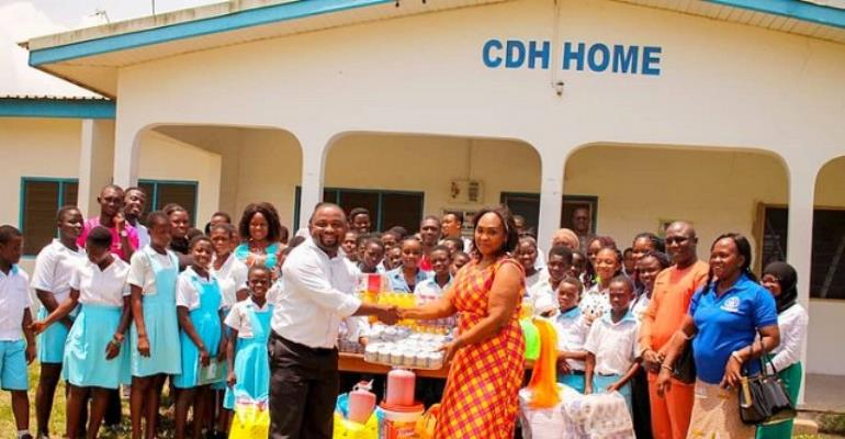 The items donated included bags of rice, beans, gari, assorted drinks, cooking oil, packs of biscuit and toiletries.