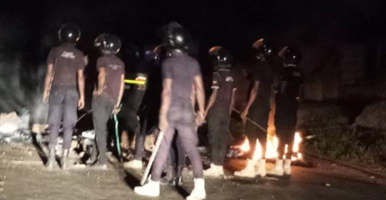 The police clashed with the demonstrators at Somanya roundabout
