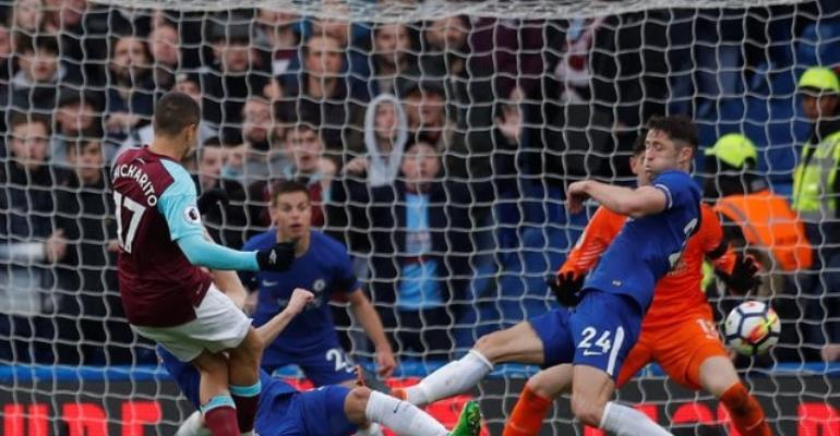 Hernandez Goal Earns Point For West Ham At Chelsea