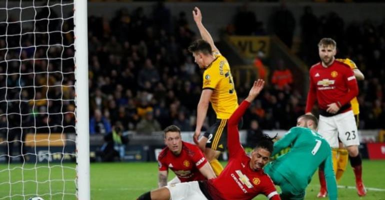 Wolves Beat 10-Man Man United