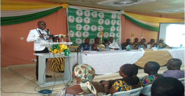 Dr. Raphael Nyarkotey Obu delivering the lecture on alternative medicine at the public lecture