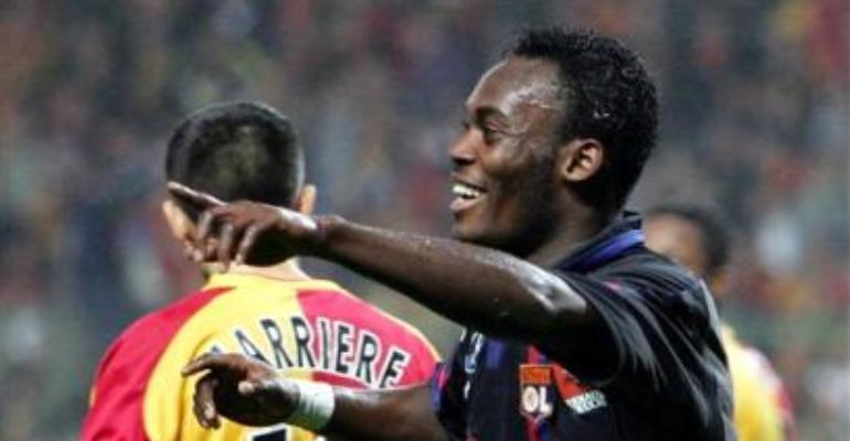 Essien Sends Holders Lyon Clear
