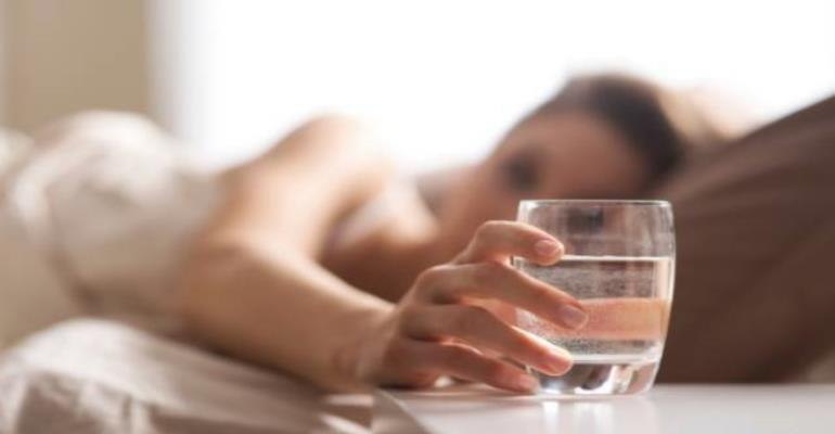 7 Amazing Benefits of Drinking Water First Thing In The Morning