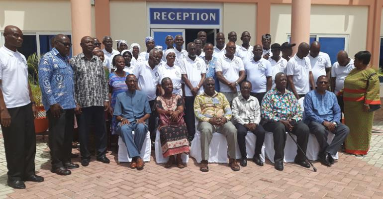Members of theAkatsi branch of NARPO in a photograph with national executives after the tour on the facility