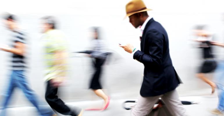4 Lifesaving Tips For Texting-Walking