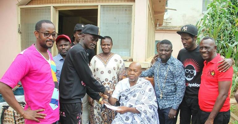 Lil Win & Boss Nation Donates To Veteran Actor, King Aboagye Brenya