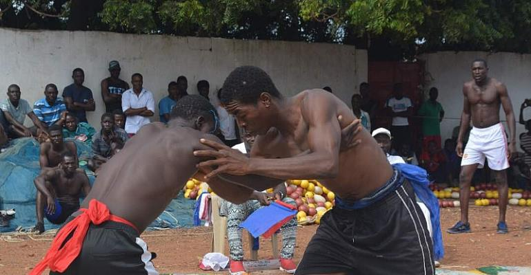 Tema New Town Embrace Traditional Wrestling