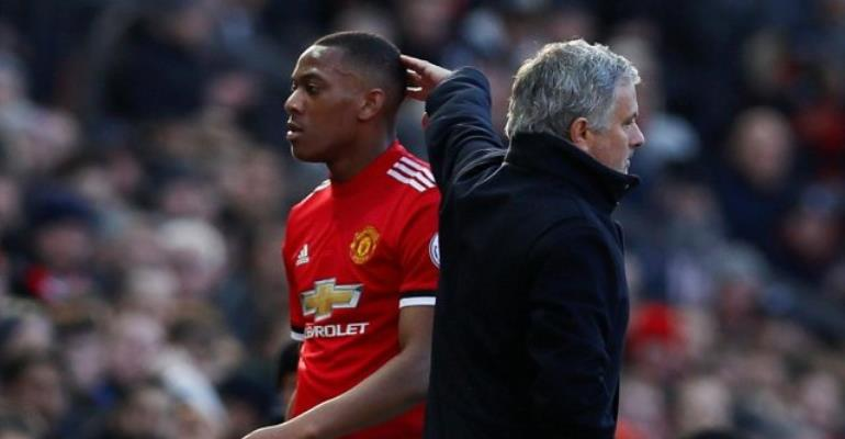 Manchester United set to offer Anthony Martial for Willian