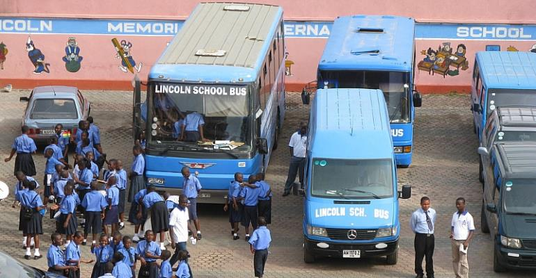 SCHOOL BUS OF LINCOLN INTERNATIONAL SCHOOL - ABUAKWA , MENHYIA - KUMASI