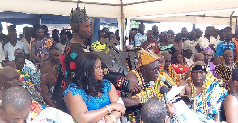 Awulea Attibrukusu III addressing the gathering