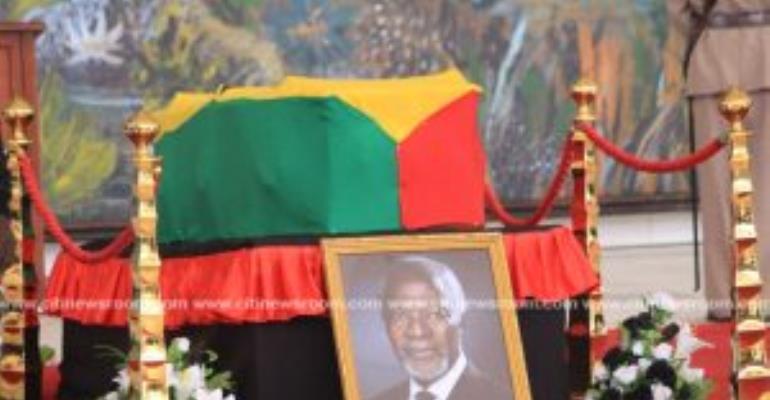 Photos: Ghanaians File Past Kofi Annan's Remains