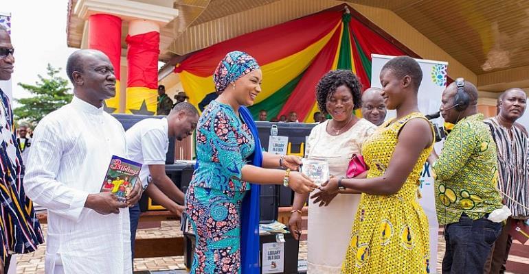 Second Lady Samira donates books on Int'l Literacy Day