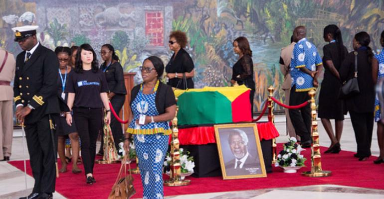 Some mourners filling pass the remains of Kofi Annan