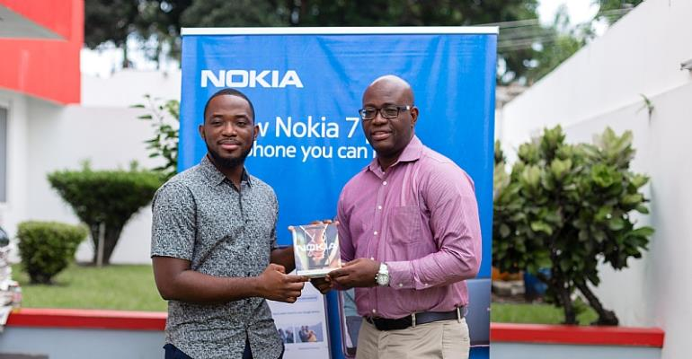 Glitz Style Fashion Photographer Of The Year Receives Nokia 7 Plus From HMD Global