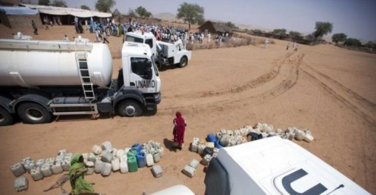 Women wait to collect water in el-Srief, North Darfur in 2011.  By Albert Gonzalez Farran (AFP/UNAMID/File)
