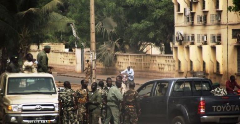 Malian soldiers gather on a street of Bamako.  By Habibou Kouyate (AFP)