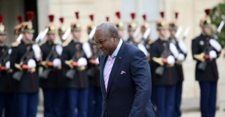 Ghana's President John Dramani Mahama arrives at the Elysee Palace on October 5, 2015 in Paris.  By Stephane de Sakutin (AFP)