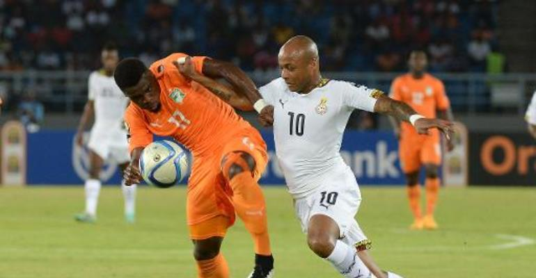 Ghana's midfielder Andre Ayew (R) challenges Ivory Coast's defender Serge Aurier during the 2015 African Cup of Nations final match in Bata on February 8, 2015.  By Khaled Desouki (AFP)
