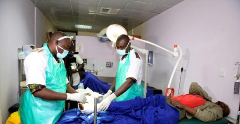 Kenyan Defence Force (KDF) doctors tend to an injured man at Kenyatta National Hospital in Nairobi on December 10, 2016, after being deployed during a five-day strike.  By JOHN MUCHUCHA (AFP/File)