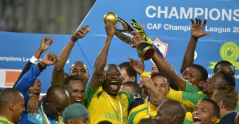 Mamelodi Sundowns players celebrate with the 2016 CAF Champions League trophy at the Borg el-Arab Stadium near Alexandria, Egypt on October 23, 2016.  By STRINGER (AFP/File)