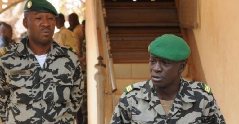 Malian junta leader Amadou Sanogo (R) speaks in Kati.  By Habibou Kouyate (AFP)