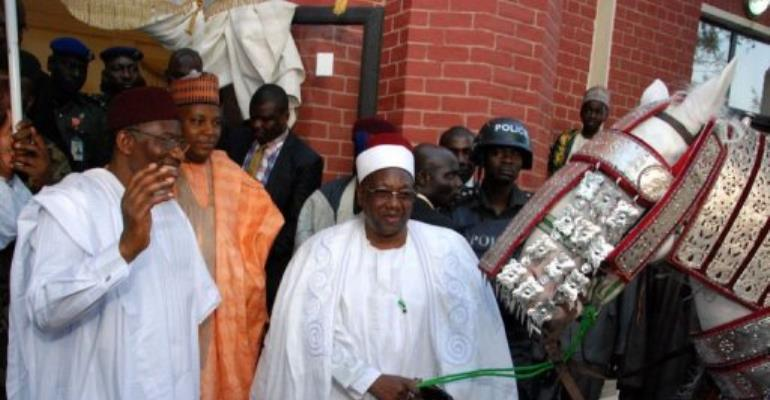 President Goodluck Jonathan (L) and the Shehu of Borno, Alhaji Abubakar Ibn Umar Garbai (C), on March 7, 2013.  By Emmanuel Wole (AFP)