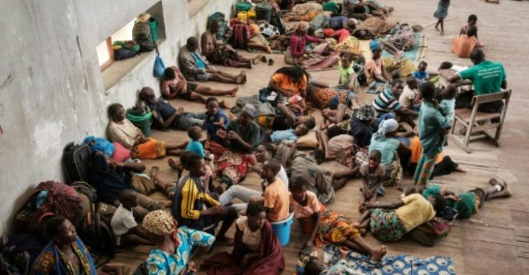 People in Buzi, a district of Beira, take shelter in a secondary school.  By Yasuyoshi CHIBA (AFP)