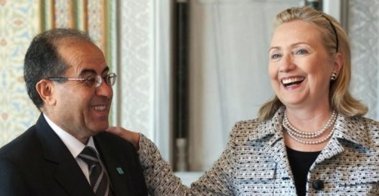 Hillary Clinton (R) meets Libya's National Transitional Council chairman Mahmud Jibril.  By Saul Loeb (AFP/POOL)