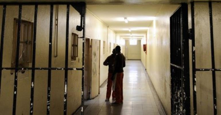 Prisoners talk in a corridor at a prison in Cape Town,on March 18, 2011.  By Stephane de Sakutin (AFP/File)