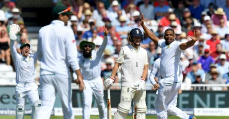 South Africa's Vernon Philander (R) celebrates taking the wicket of England's Gary Ballance, given out on review for 4, on the fourth day of the second Test at Trent Bridge in Nottingham, central England on July 17, 2017.  By Anthony DEVLIN (AFP)