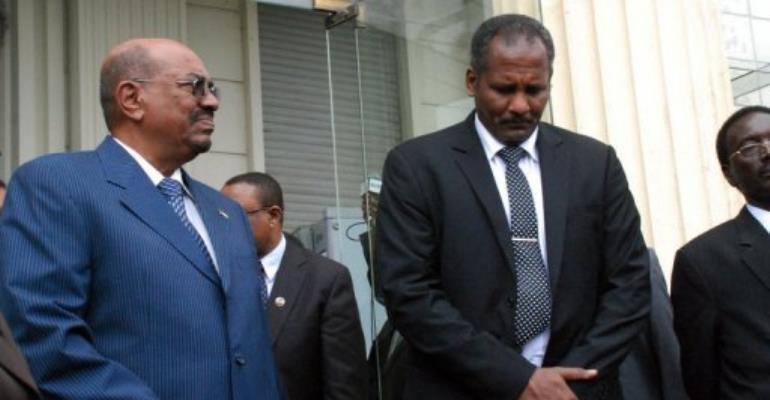 Sudanese President Omar al-Bashir (L) stands alongside members of the Sudanese delegation.  By Peter Martell (AFP)