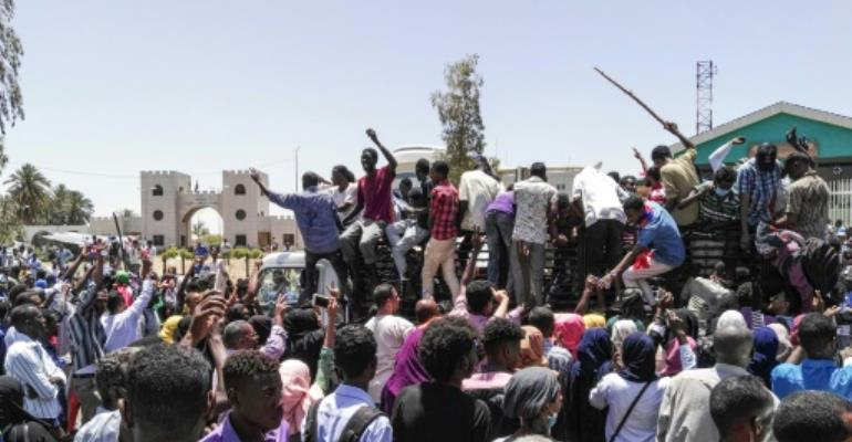 Sudanese protesters have massed outside army headquarters in the capital Khartoum for three straight days in the biggest rallies since demonstrations against President Omar al-Bashir's government began in December.  By STRINGER (AFP)